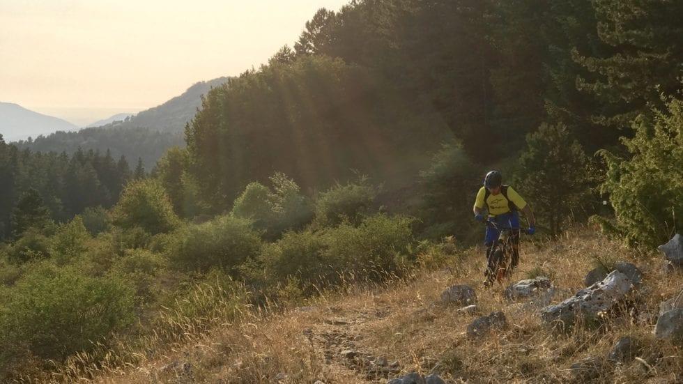 VIDEO – Salita in single track con una e-bike? Figo, ma…
