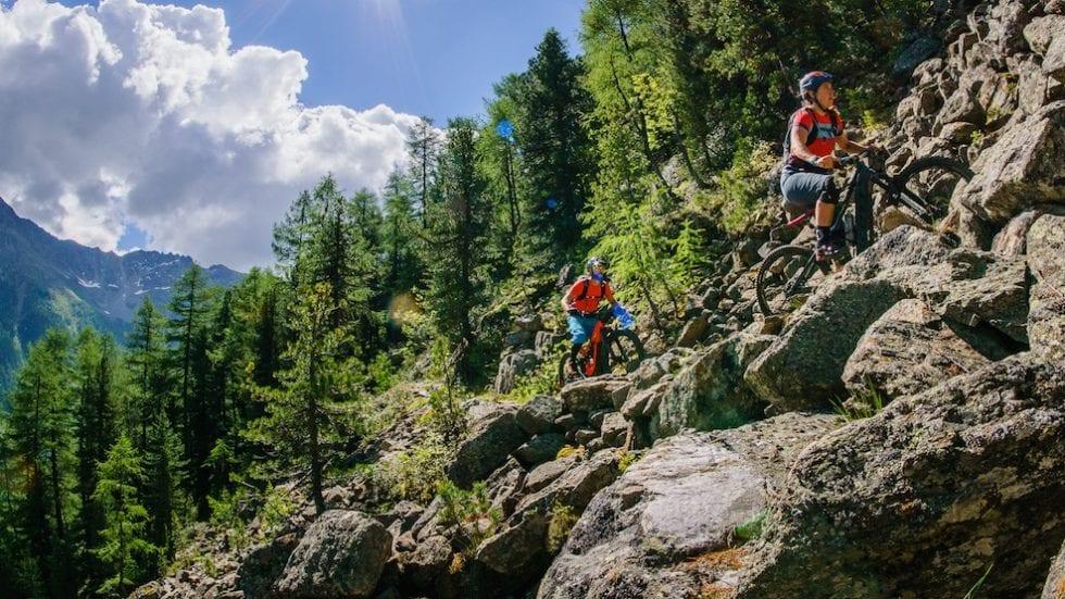 Esplorando la Val di Pejo in e-Mtb insieme a Mary e Matt