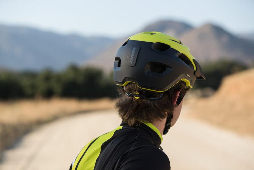 Giant Fathom E+ 1 Pro e casco Giant Roost