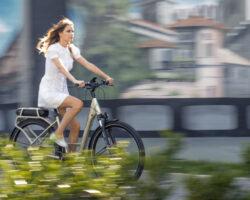 Distanti ma liberi di pedalare