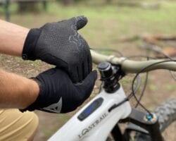 dolori alle mani in e-bike