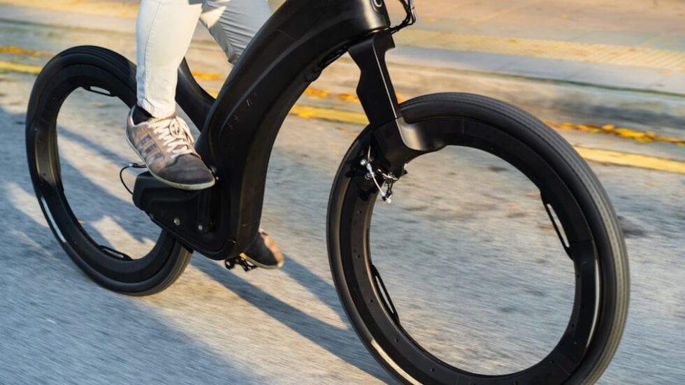 Reevo, l'e-bike futuristica con le ruote senza raggi e senza mozzi
