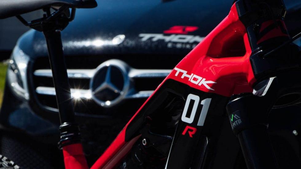 """VIDEO – Thok e Mercedes-Benz presentano: """"Carico la bici in auto e si va. O no?"""""""